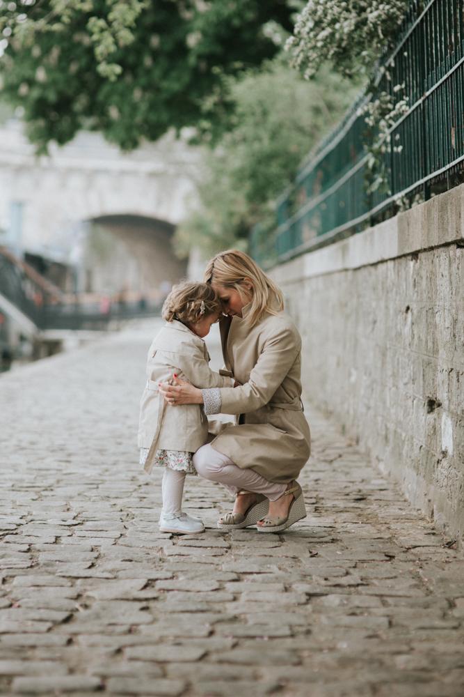 photographe-famille-quai-de-seine-paris-complicite-1